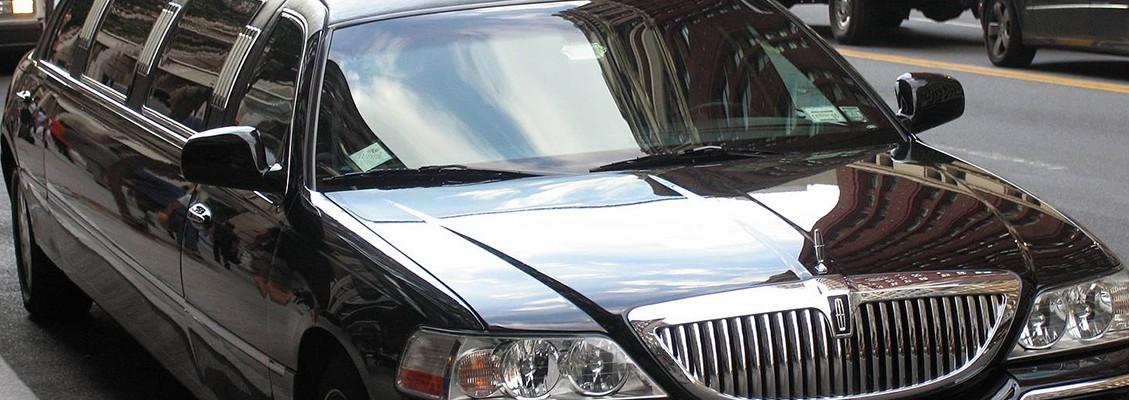 Private Driver Lincoln Limo